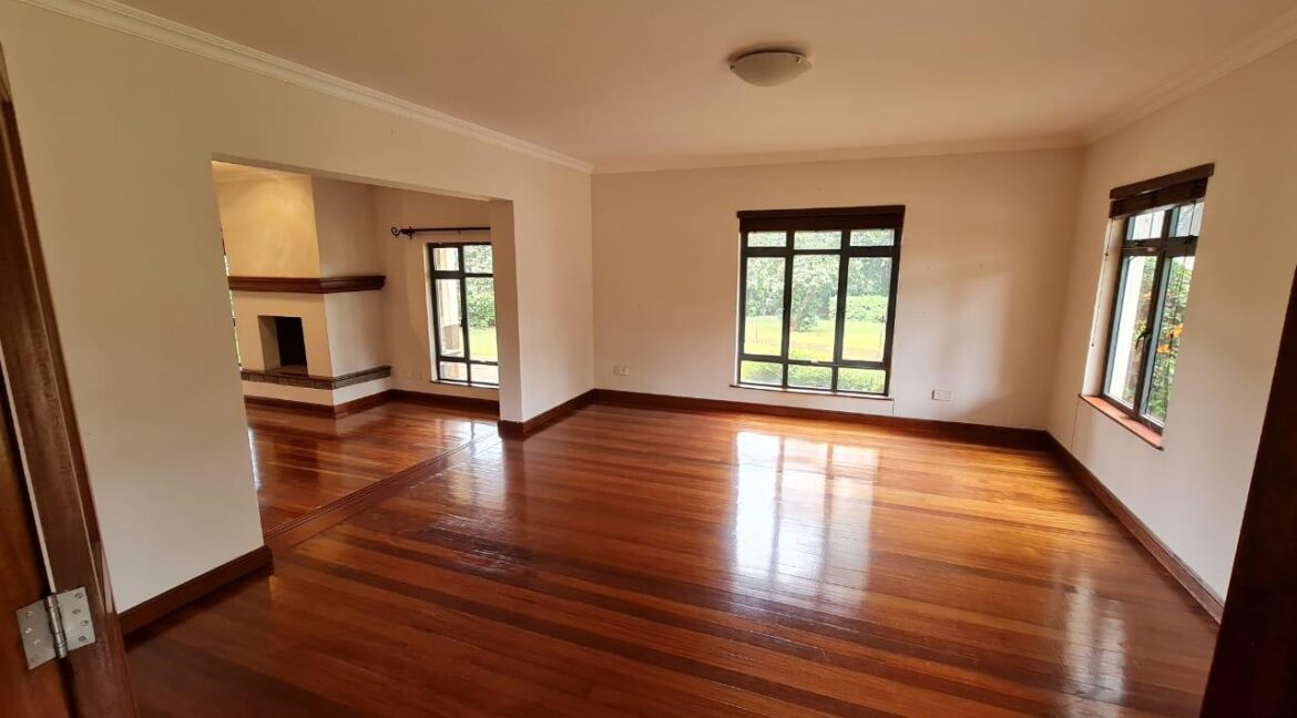 Lovely 4 bedroom Townhouse plus dsq for rent at Ksh330k in Westlands, ensuite, family room, office, detached dsq for 2, very well maintained and more amenities25