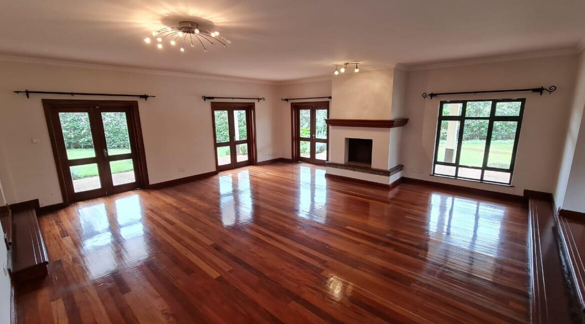 Lovely 4 bedroom Townhouse plus dsq for rent at Ksh330k in Westlands, ensuite, family room, office, detached dsq for 2, very well maintained and more amenities4