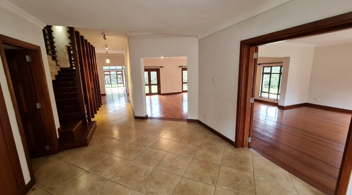 Lovely 4 bedroom Townhouse plus dsq for rent at Ksh330k in Westlands, ensuite, family room, office, detached dsq for 2, very well maintained and more amenities7