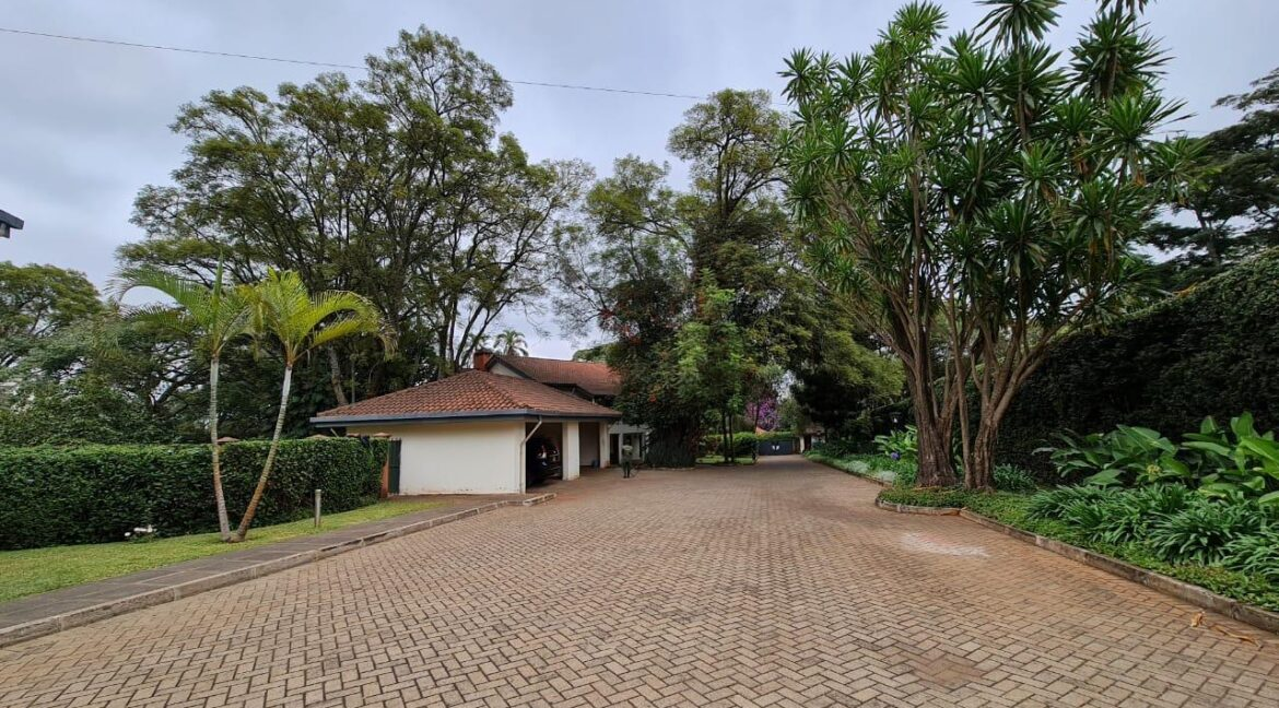 Lovely 4 bedroom Townhouse plus dsq for rent at Ksh330k in Westlands, ensuite, family room, office, detached dsq for 2, very well maintained and more amenities8